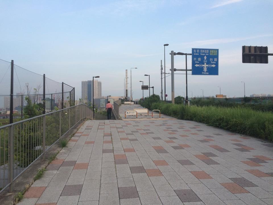 有明通り 橋の横の入り口