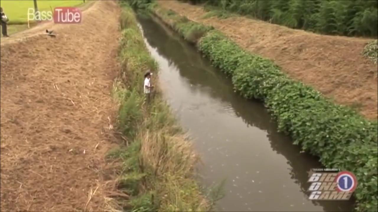 一の瀬川の細い川幅