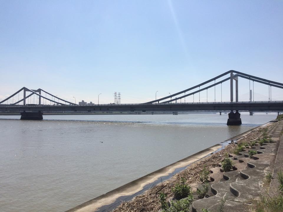 上流側から葛西橋を望む