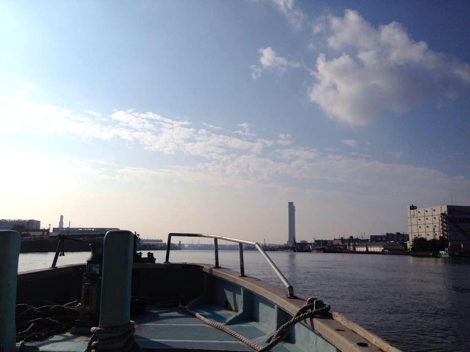 鶴見川河口から出航
