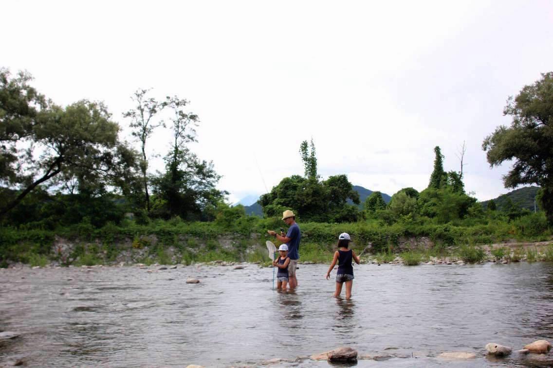 川で雑魚釣り