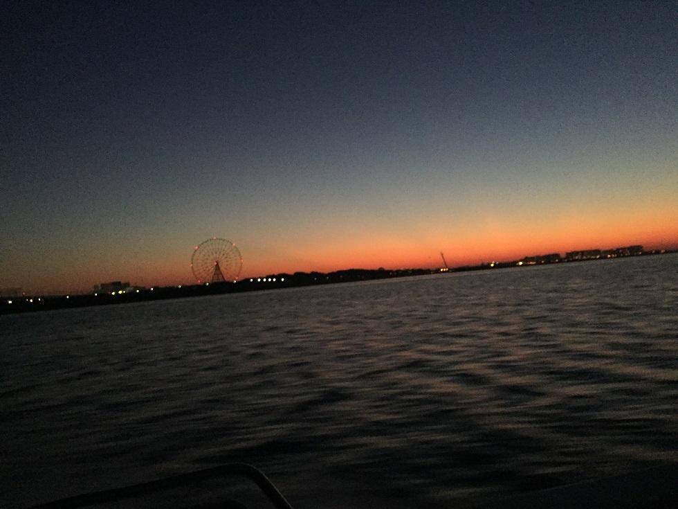 東京湾の朝焼け